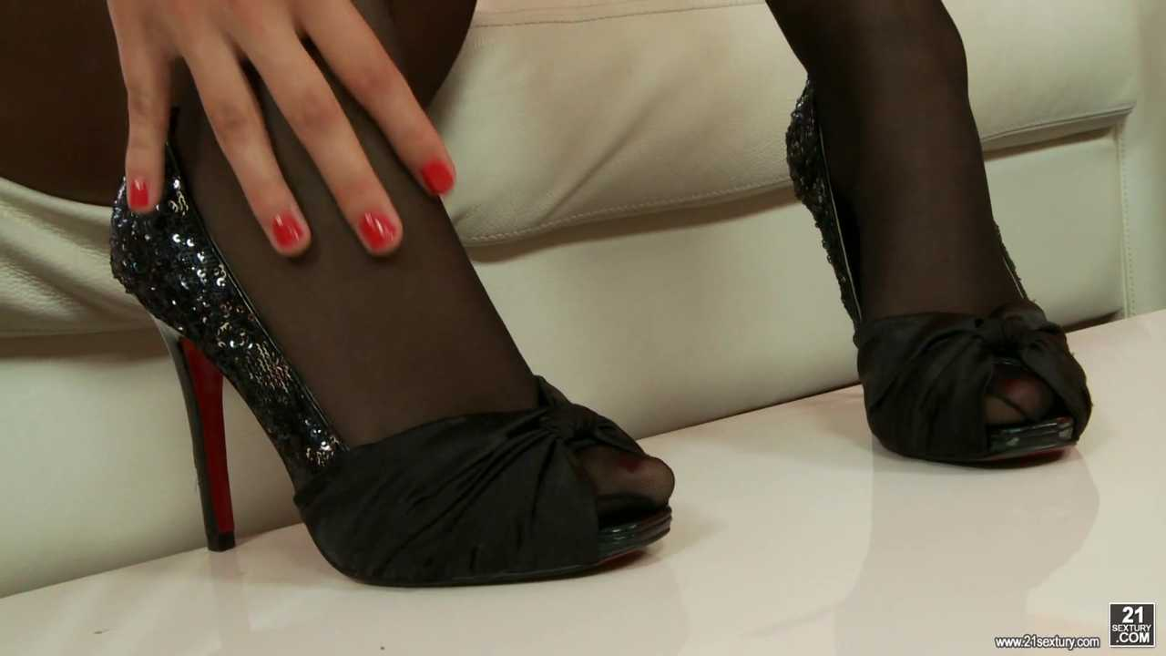 Conny Craves Cum On Her Feet