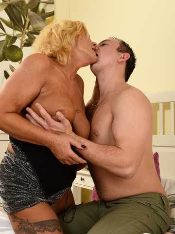 Seducing the Young, Scene #01