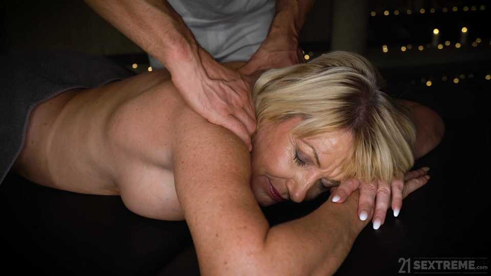 A MILF's Right to a Massage